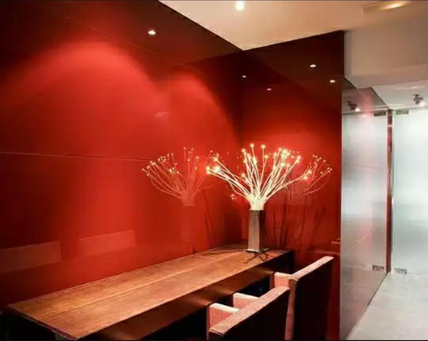 شیشه رنگی دیوارپوش قرمز