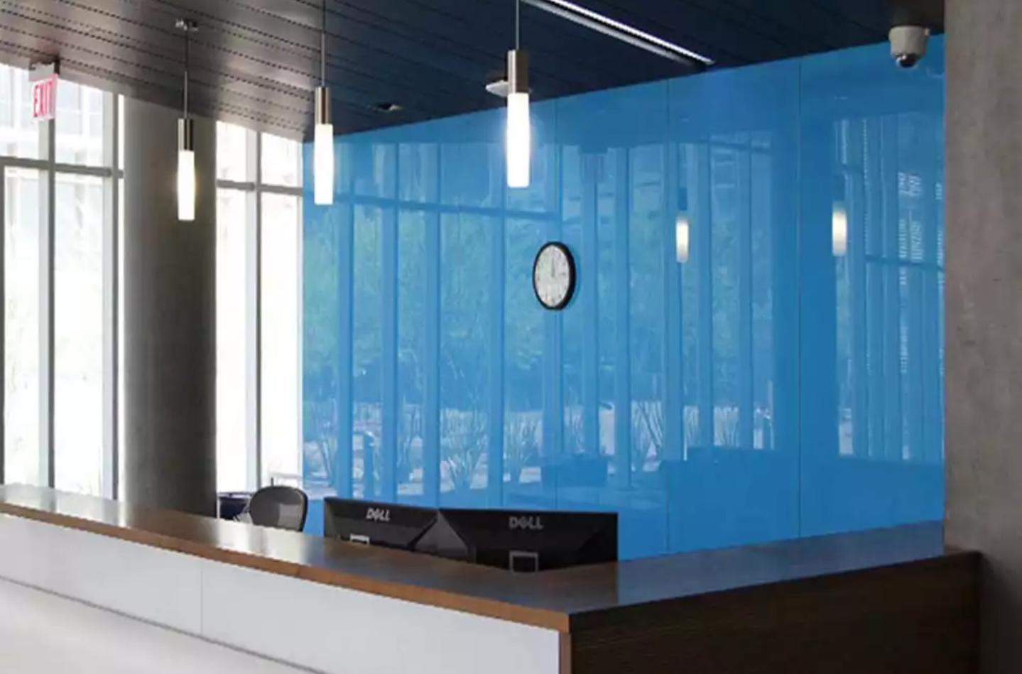 شیشه رنگی لابی آبی