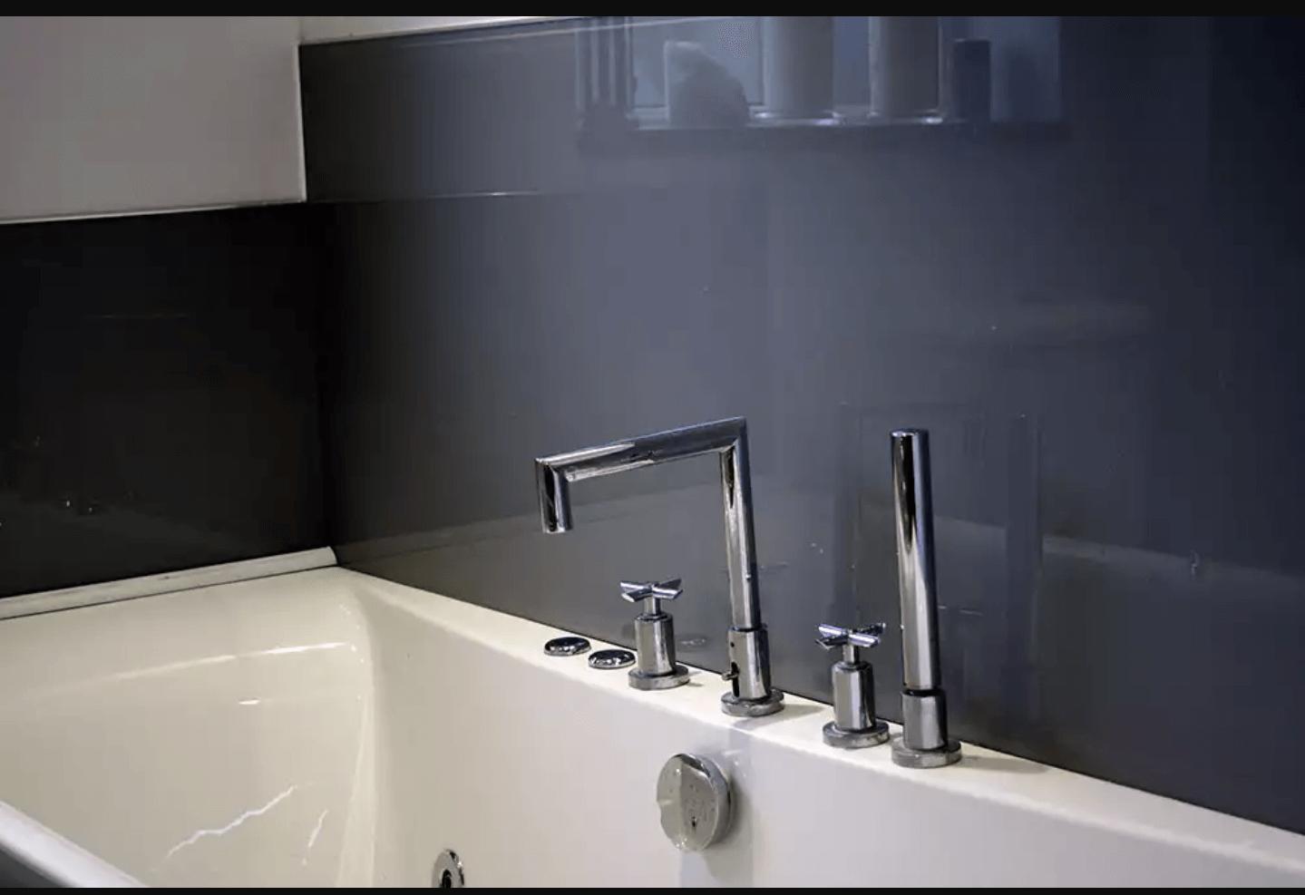 شیشه رنگی حمام طوسی