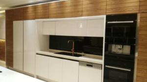شیشه رنگی دکوراتیو آشپزخانه مشکی