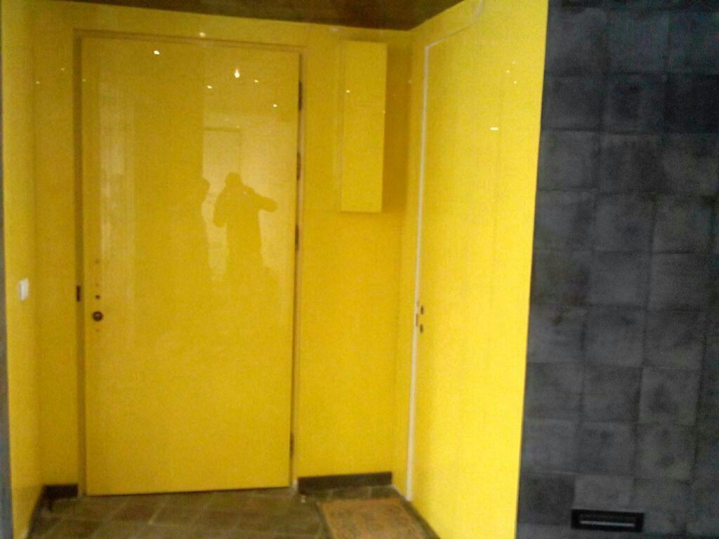 شیشه رنگی پارتیشن زرد