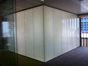 شیشه هوشمند اتاق کنفرانس خاموش
