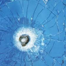 گلوله در شیشه ضد گلوله